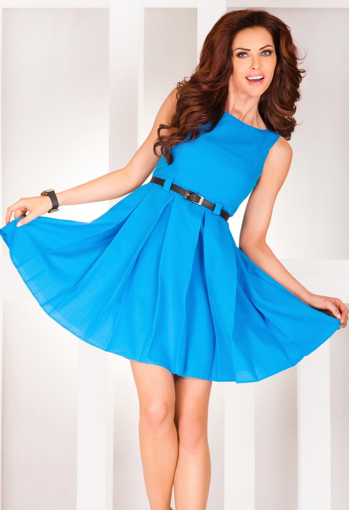 Dámské společenské šaty FOLD se sklady a páskem středně dlouhé modré - Modrá / S - Numoco modrá S
