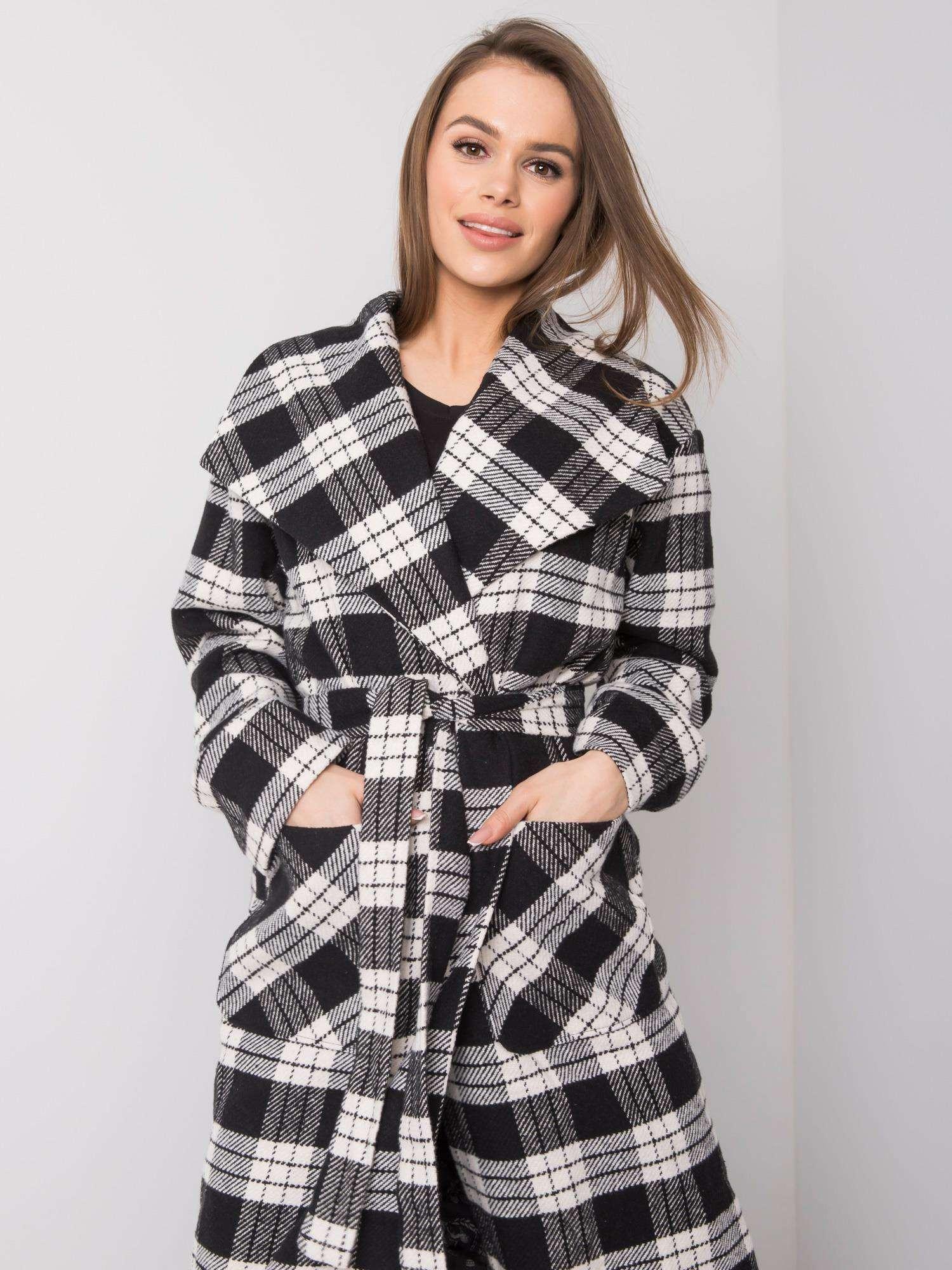 Dlouhý černý a bílý kostkovaný plášť 36